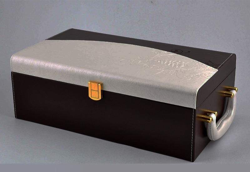 高档红酒包装盒.jpg